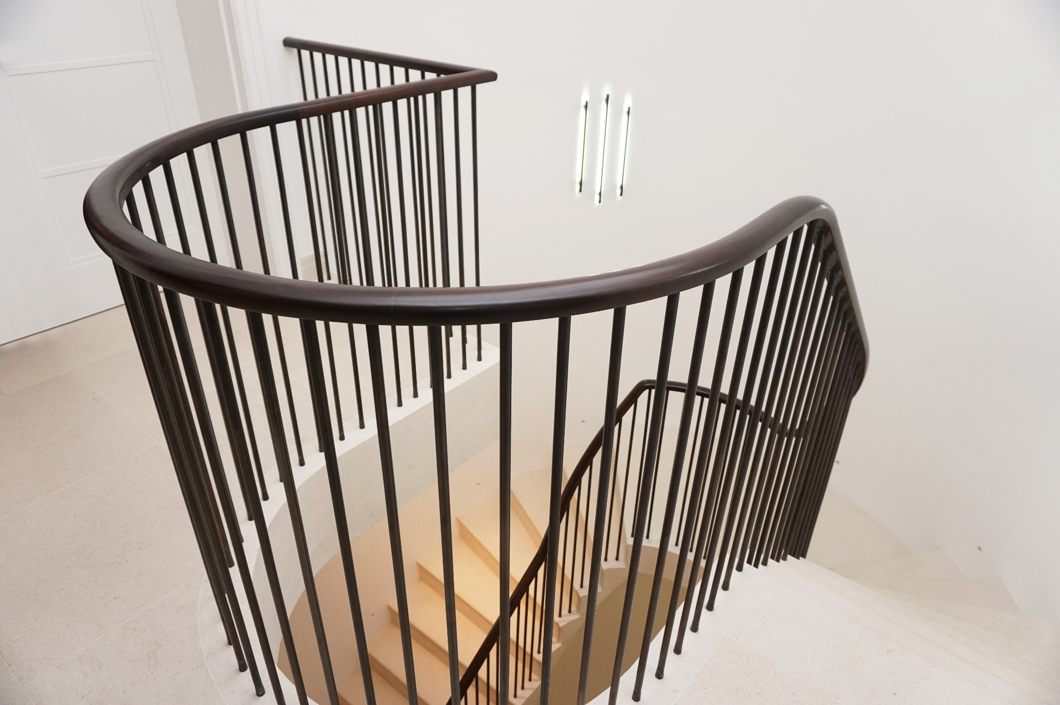 Best Beautiful Horseshoe Curved Handrail With Clean Matching 640 x 480